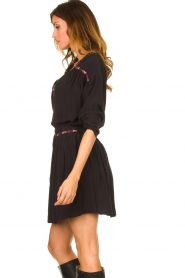 Louizon |  Blouse with coloured seams Bobdy | black   | Picture 4
