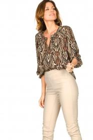 Louizon |  Printed blouse Joel | beige  | Picture 2