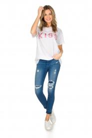 Zoe Karssen | T-shirt Kiss | wit  | Afbeelding 3