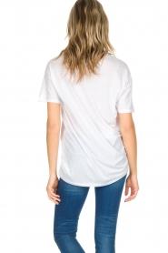 Zoe Karssen | T-shirt Kiss | wit  | Afbeelding 5