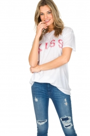 Zoe Karssen | T-shirt Kiss | wit  | Afbeelding 2