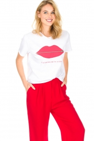 Zoe Karssen | T-Shirt It Started With a Kiss | wit  | Afbeelding 4