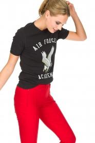 Zoe Karssen | 100% katoenen T-shirt Acadamy | zwart  | Afbeelding 4