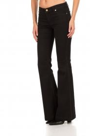 MICHAEL Michael Kors | Flared jeans Selma lengtemaat 34 | zwart  | Afbeelding 4