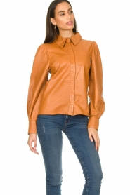 Ibana |  Leather blouse Talia Camel  | Picture 5