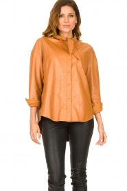 Ibana |  Leather blouse with bow tie Tracy | camel  | Picture 4