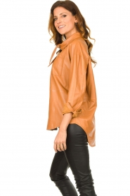 Ibana |  Leather blouse with bow tie Tracy | camel  | Picture 5
