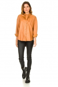 Ibana |  Leather blouse with bow tie Tracy | camel  | Picture 3