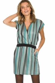 Atos Lombardini | Gestreepte jurk met glitters Fenna | blauw  | Afbeelding 2