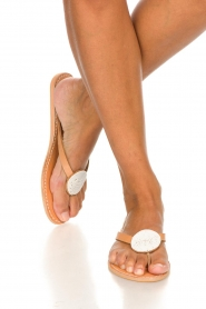 Laidback London | Leather flip-flops Sophie | white  | Picture 3