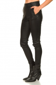 Arma :  Lamb leather stretch pants Saint | black - img6