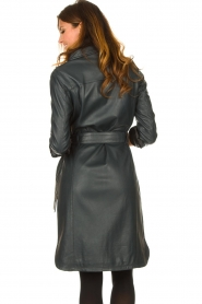 STUDIO AR | Leren midi-jurk met tailleriem Amada | donkerblauw  | Afbeelding 8