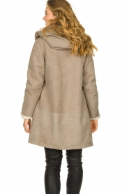 STUDIO AR BY ARMA |  Leather lammy coat Babina | taupe  | Picture 8