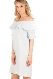 Set | Off-shoulder jurk Cilla | blauw  | Afbeelding 4