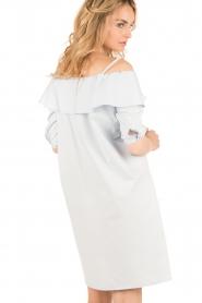 Set | Off-shoulder jurk Cilla | blauw  | Afbeelding 5