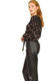 Second Female |  Blouse with floral print Louis | black  | Picture 5