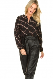 Second Female |  Blouse with floral print Louis | black  | Picture 4