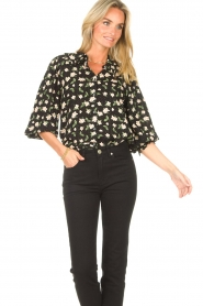 Sofie Schnoor |  Blouse with floral print Kelsie | black  | Picture 4