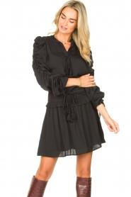 Sofie Schnoor   Top met strikkraag Lauriane   zwart    Afbeelding 4