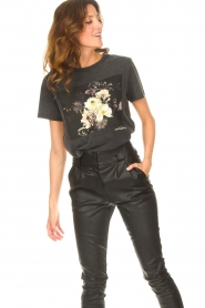 Sofie Schnoor |  T-shirt with floral Cady | black  | Picture 5