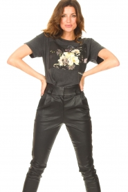 Sofie Schnoor |  T-shirt with floral Cady | black  | Picture 4