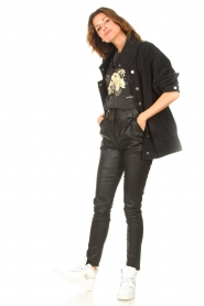 Sofie Schnoor |  T-shirt with floral Cady | black  | Picture 3