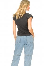 Sofie Schnoor | T-shirt met opdruk Viona | zwart  | Afbeelding 6