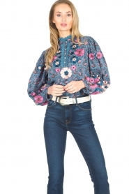 Antik Batik | Blouse met bloemenprint Pauline | blauw  | Afbeelding 2