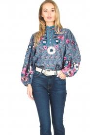 Antik Batik | Blouse met bloemenprint Pauline | blauw  | Afbeelding 5