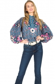 Antik Batik | Blouse met bloemenprint Pauline | blauw  | Afbeelding 3