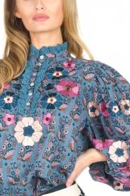 Antik Batik | Blouse met bloemenprint Pauline | blauw  | Afbeelding 7