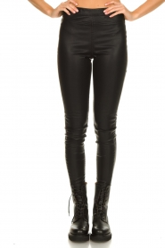 Knit-ted |  Faux leather leggings Amber | black  | Picture 5