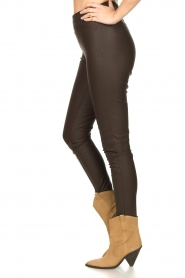 Knit-ted :  Faux leather leggings Amber | brown - img6