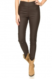 Knit-ted :  Faux leather leggings Amber | brown - img5