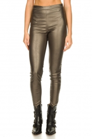 Knit-ted |  Faux leather metallic leggings Amber | metallic  | Picture 4