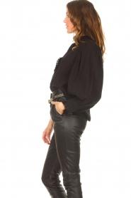 Antik Batik   Gestreepte blouse met pofmouwen Yvette   zwart    Afbeelding 6