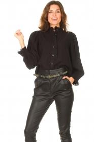 Antik Batik   Gestreepte blouse met pofmouwen Yvette   zwart    Afbeelding 4