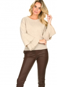 Knit-ted |  Sweater with valance sleeves Cynthia | natural  | Picture 5
