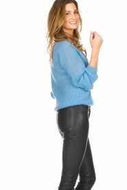 Knit-ted |  Sweater with V-neck Onah | blue  | Picture 4