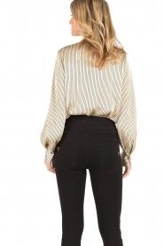 By Malene Birger | Pussybow blouse Aluda | ecru/zwart  | Afbeelding 6