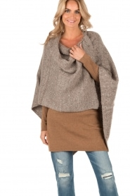 Knit-ted | Poncho Bernou | bruin  | Afbeelding 2