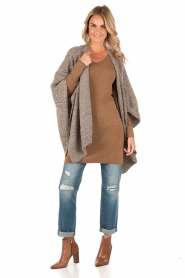 Knit-ted | Poncho Bernou | bruin  | Afbeelding 3