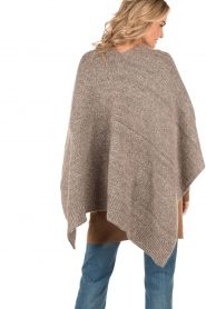 Knit-ted | Poncho Bernou | bruin  | Afbeelding 5