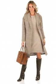 Knit-ted | Gebreide jurk Roos | sand  | Afbeelding 3