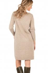Knit-ted | Gebreide jurk Roos | sand  | Afbeelding 5