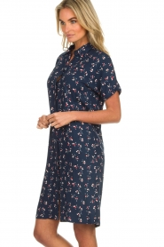 Knit-ted |  Dress with floral print Gigi | navy  | Picture 5