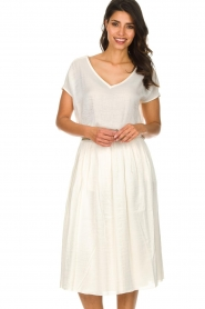 Knit-ted |  Midi skirt with sheen finish Vinci | white  | Picture 4