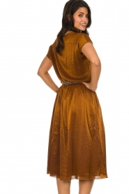 Knit-ted |  Midi skirt with sheen finish Vinci | brown  | Picture 6