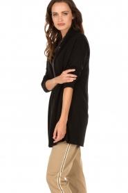 Knit-ted | Fijngebreid vest Alicia | zwart  | Afbeelding 4