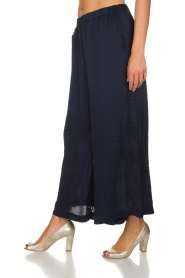Knit-ted |  Shiny wide pants Vonda | navy  | Picture 4
